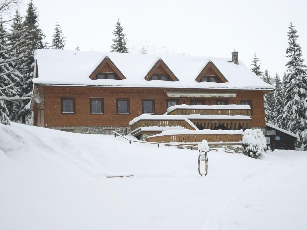 Kam na zimnú chatu, Žiarska chata