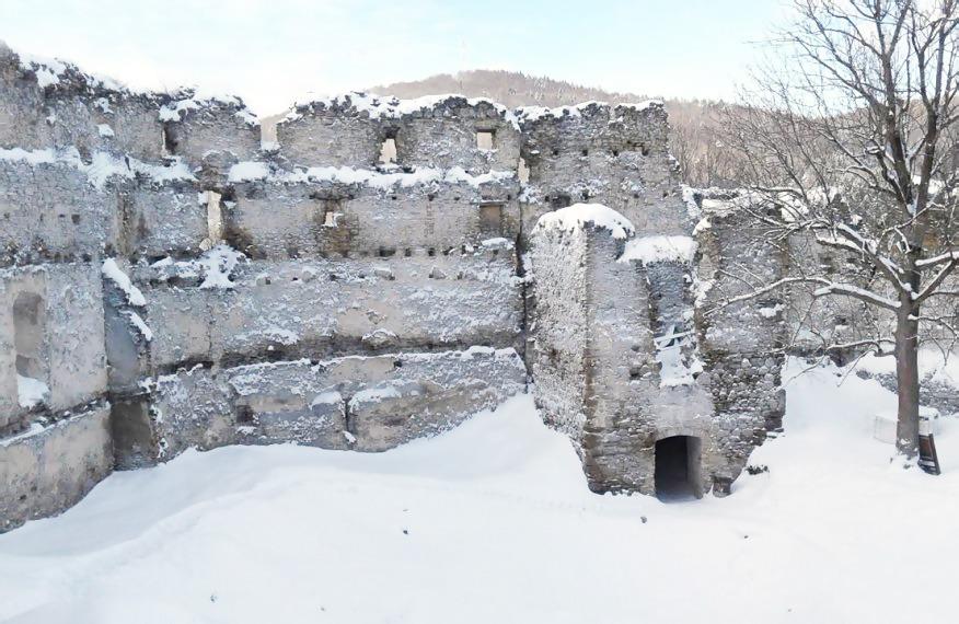 Považie v zime, Považský hrad