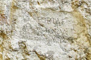 Rímsky nápis z terasy hotela Elizabeth