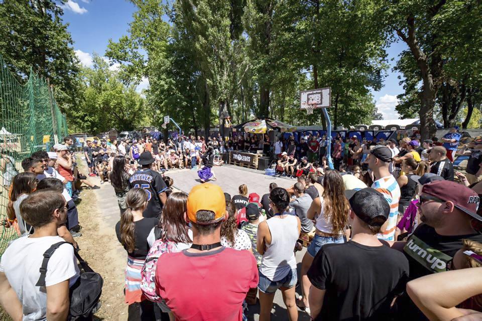 Festivalové leto