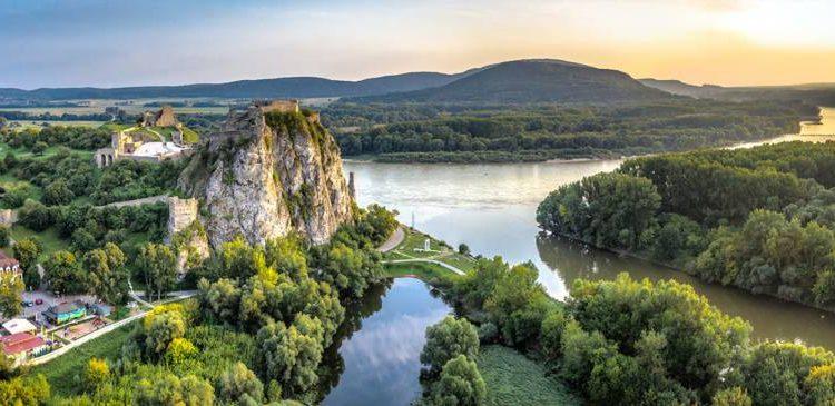 Bratislava, Hrad Devín