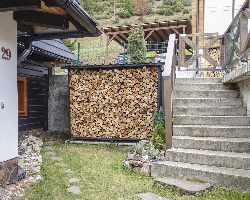 prístrešok na palivové drevo