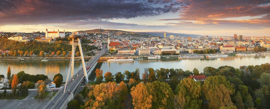Jeseň v Bratislave, Most SNP, Dunaj, Hrad