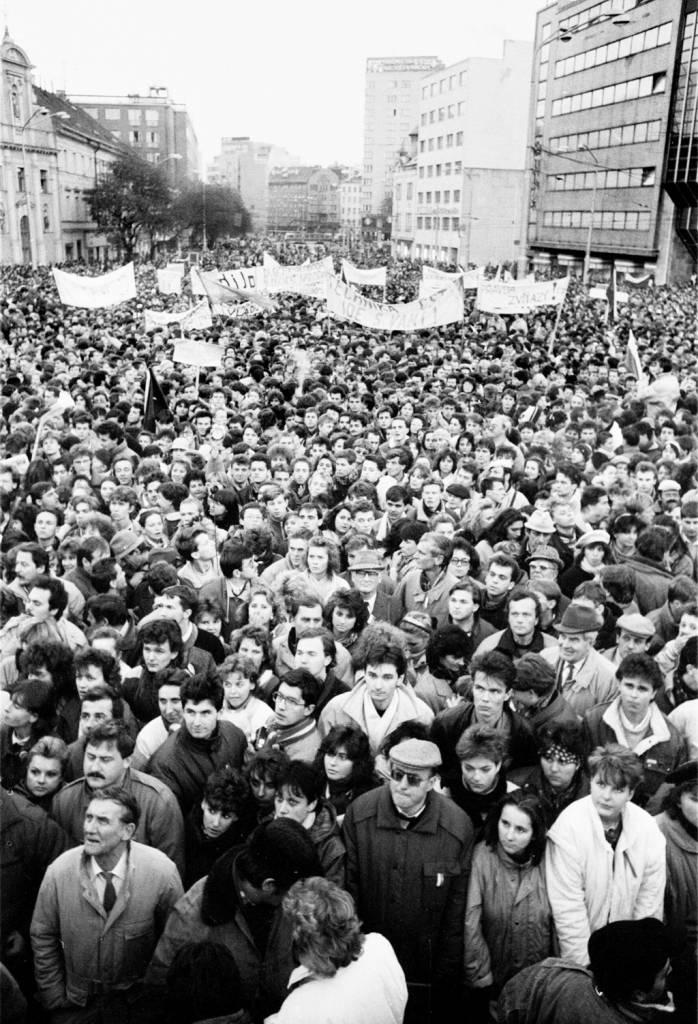 K 30. výročiu Nežnej revolúcie