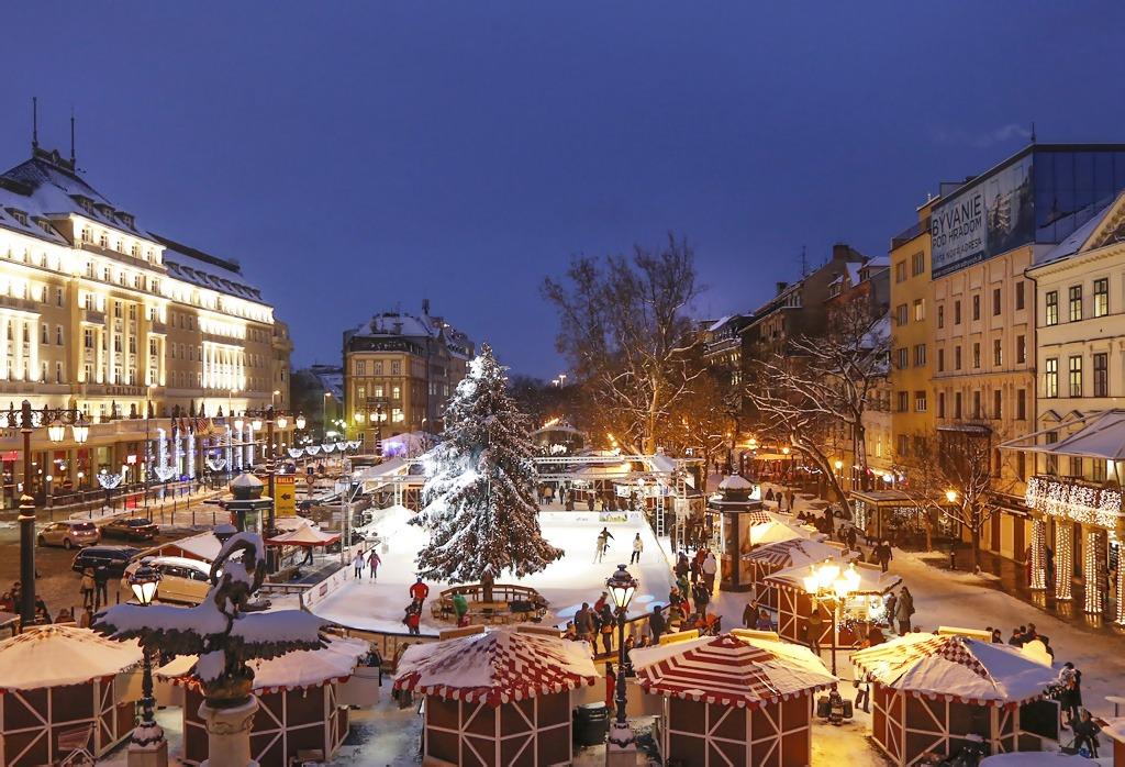 Predvianočnú adventnú Bratislavu, zábava na klziskách