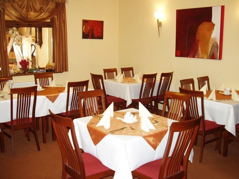 Hotel Altenberg, Restauracia
