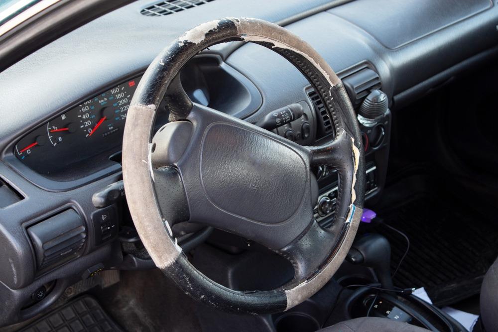 Nerovnomerné opotrebovanie auta