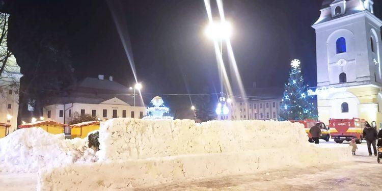 snehový labyrint, Brezno