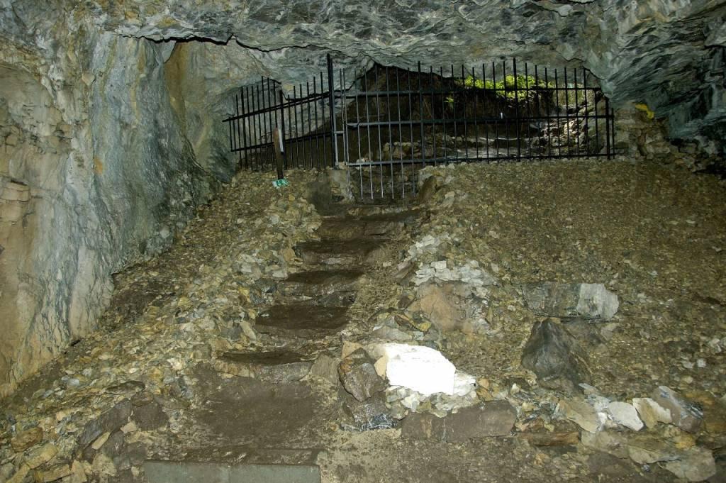 Vchod do Stanišovskej jaskyne