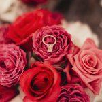 Dokonaly svadobný deň cez agenturu, kvety prsten