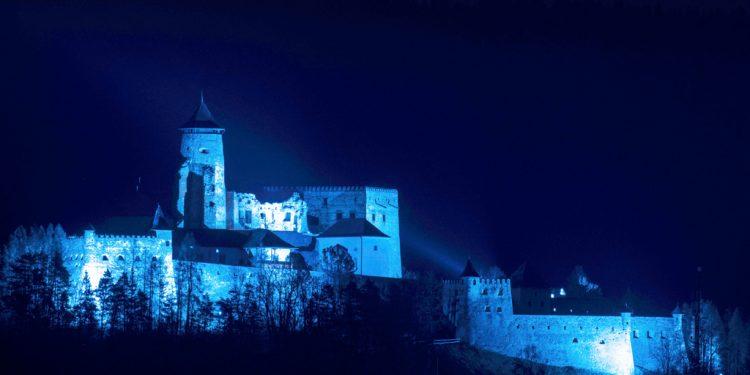 Hrad v Starej Ľubovni sa rozsvieti modrou, povedomie o autizme