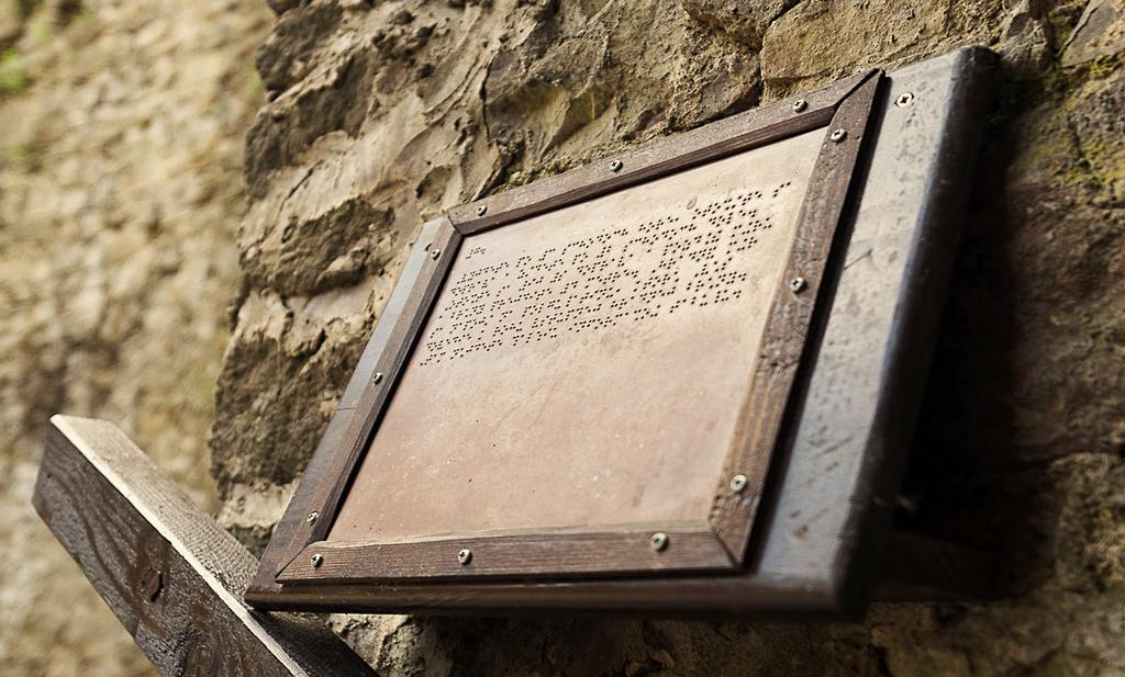 Hrad v Starej Ľubovni sa rozsvieti modrou, povedomie o autizme, skanzen nevidiacim