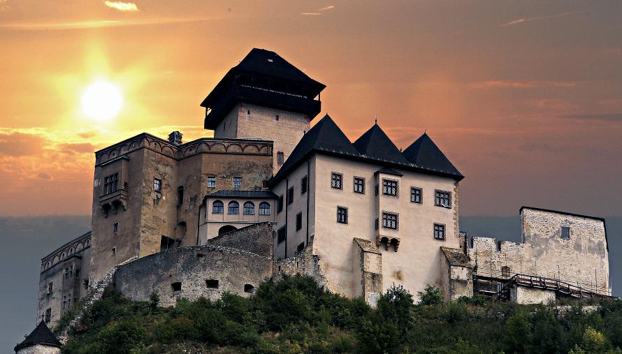 Pamiatky a dominanty Trenčianskeho kraja zívajú prázdnotou, Trenciansky_hrad
