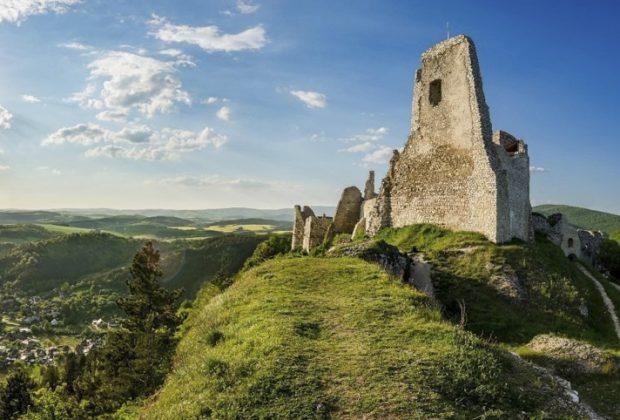Pamiatky a dominanty Trenčianskeho kraja zívajú prázdnotou