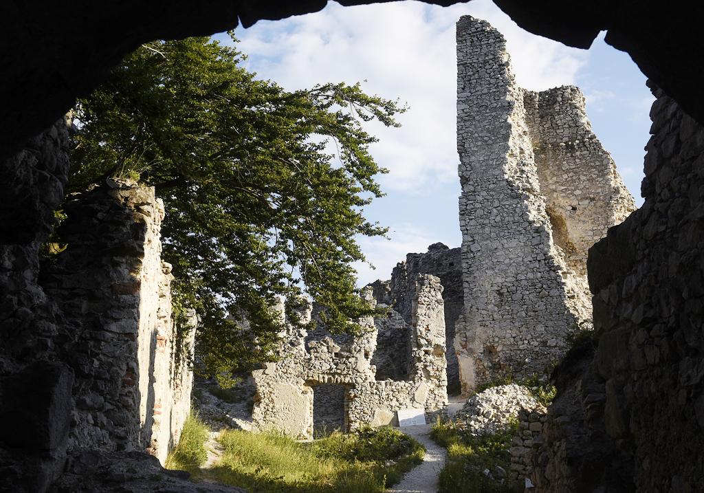 Pamiatky a dominanty Trenčianskeho kraja zívajú prázdnotou, hrad tematin