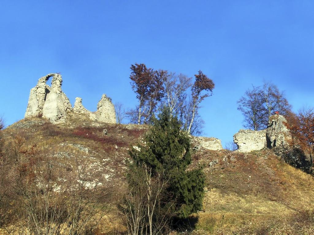 Ponúkame 7 tipov na individuálne túry k hradným zrúcaninám, Hanigovce – nový hrad