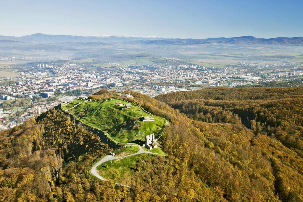 Ponúkame 7 tipov na individuálne túry a vychádzky k hradným zrúcaninám, Pustý hrad