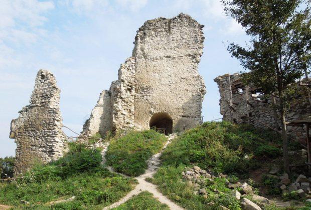 Ponúkame 7 tipov na individuálne túry a výchádzky k hradným zrúcaninám, Viniansky-hrad