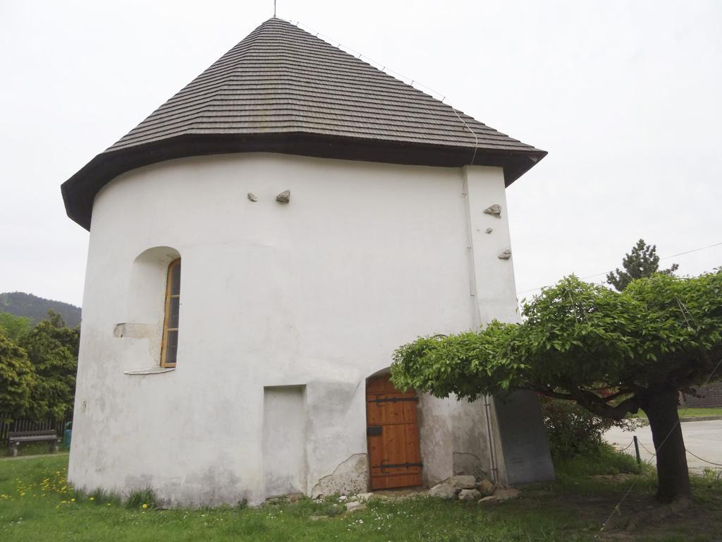 Frívaldská krížová cesta v Rajeckej Lesnej oslavuje 100 rokov od postavenia, Rajecká Lesná, Apsida