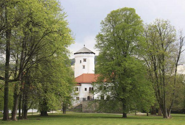 Na návštevníkov čakajú tri expozície - Budatínsky hrad, hrad Strečno a expozícia Jánošík a Terchová, Budatínsky-park