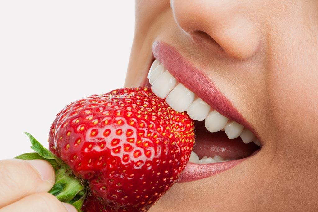 Poďme spolu na jahody, sú sladké, voňavé a veľmi zdravé, samozber, zuby