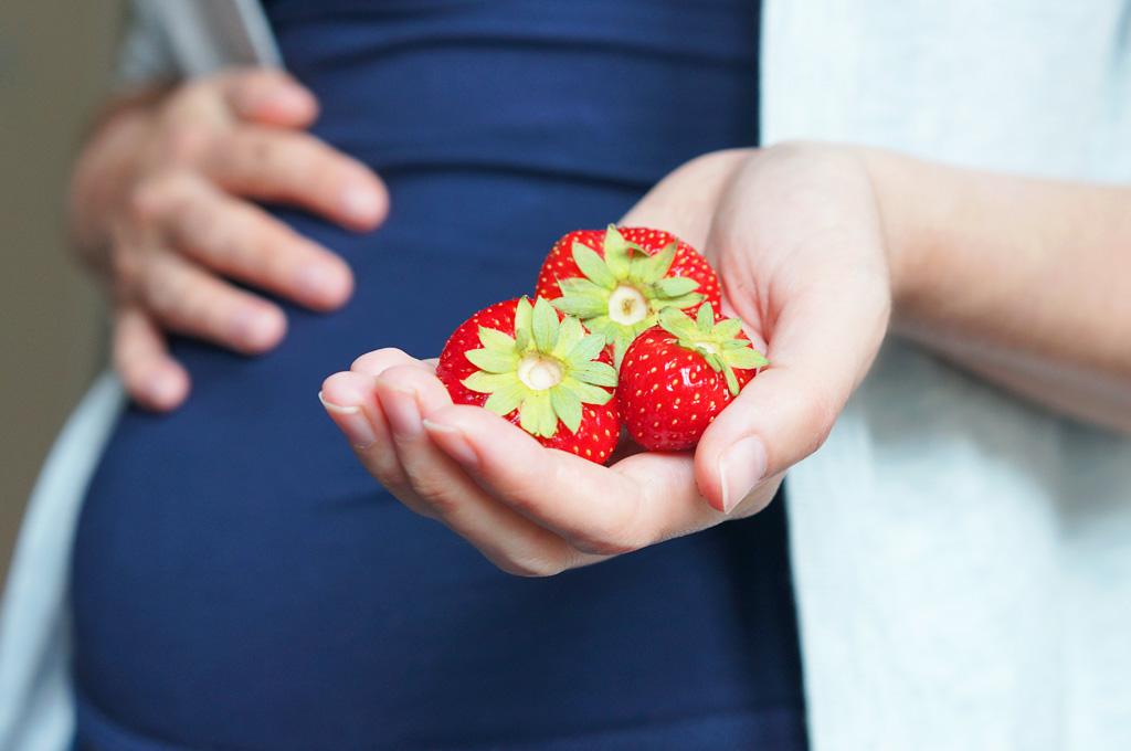 Poďme spolu na jahody, sú sladké, voňavé a veľmi zdravé, samozber, tehotenstvo