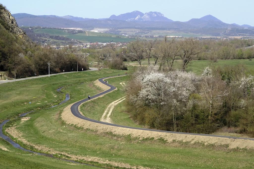 Vyberte sa s nami na pešiu túru do prírody v okolí Trenčína, Úsek cyklotrasy pod Skalkou, Šimková
