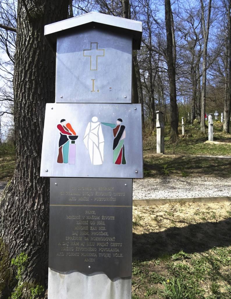 Vyberte sa s nami na pešiu túru do prírody v okolí Trenčína, Krížová cesta I