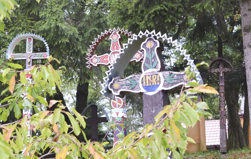 Drevené vyrezávané kríže na Podpoľaní – mesto Detva