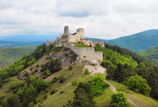 Noc na vrchu Veľký Plešivec – Čachtické Karpaty