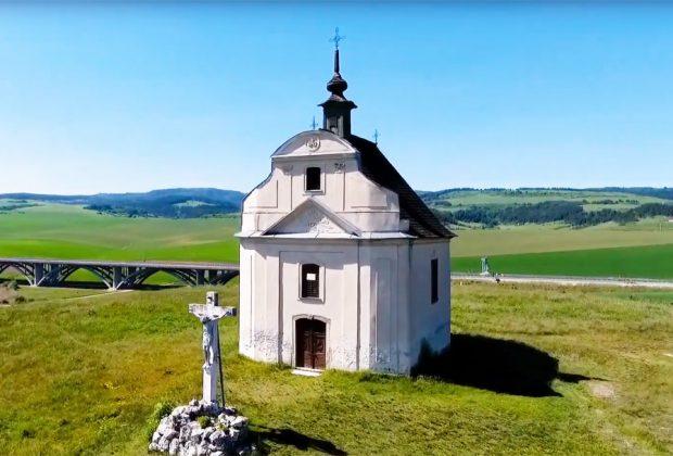Sivá brada - Kaplnka sv. Kríža a Gejzíru
