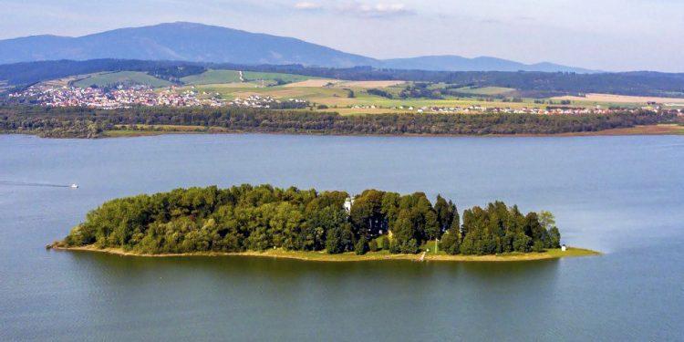 Slanicky ostrov umeniaLeto na Slovensku – Slanický ostrov umenia aj vás inšpiruje