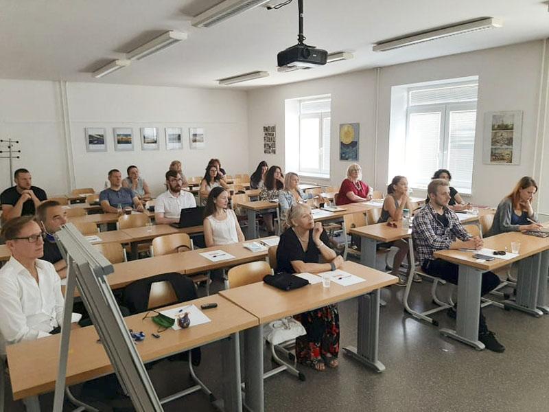 """Odborný workshop """"Kreatívni umelci a cestovný ruch"""" spojil dva svety"""