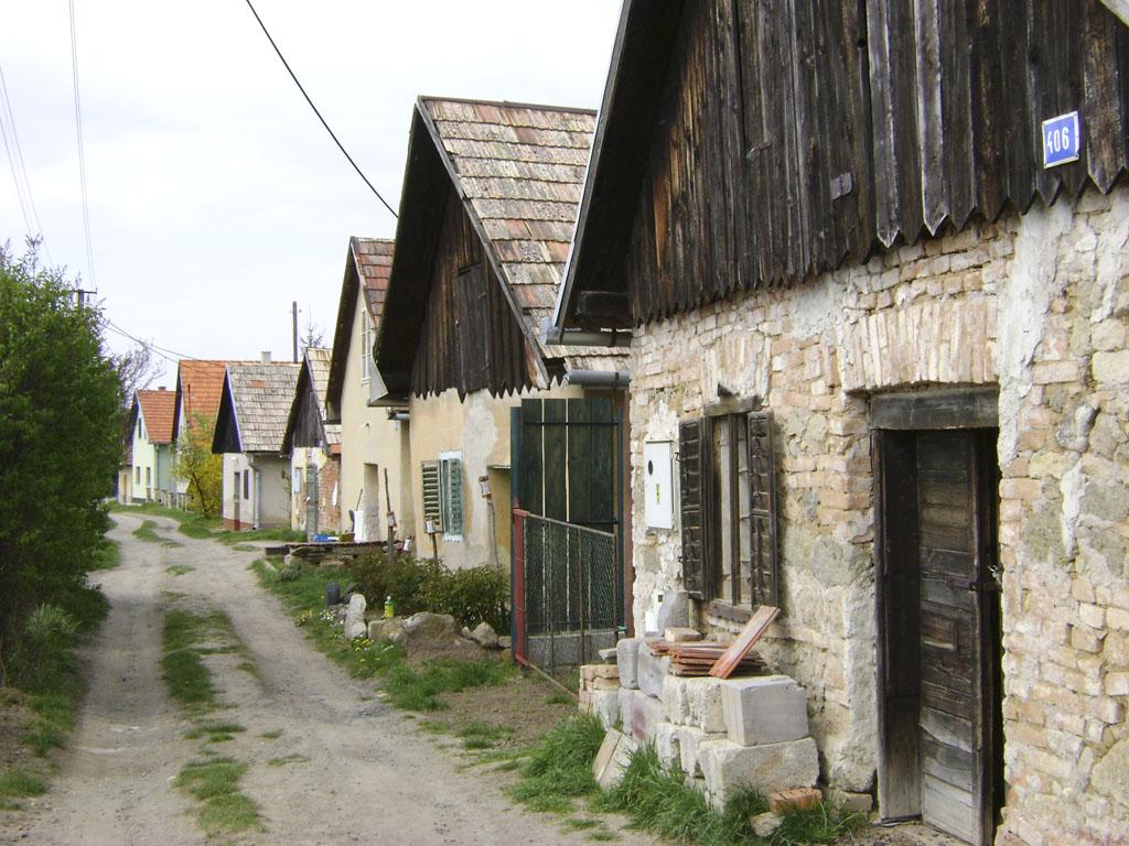 Krížny vrch – miesto troch chotárov, staručké viničné domčeky, historické hajloky