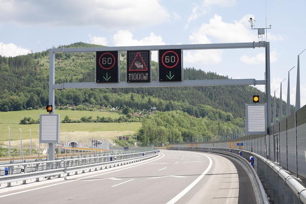 Smart systém varovania vodičov o nebezpečenstve na ceste