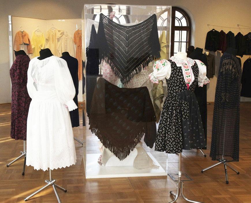 Decembrový program Považského múzea v Žiline 2020, Z dediny či z mesta, do skrine sa zmestia