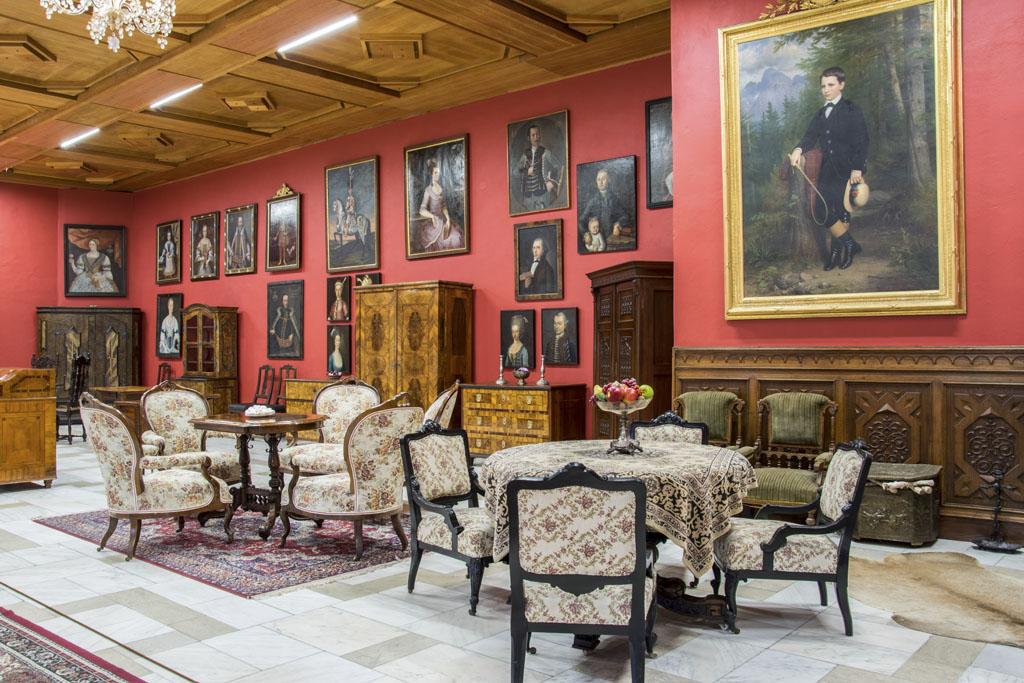 Kežmarský hrad - vyhľadávané múzeum a vďačný cieľ turistov v každom ročnom období, expozícia, interiér 19 storocie, muzeum, vylet, kam s detmi