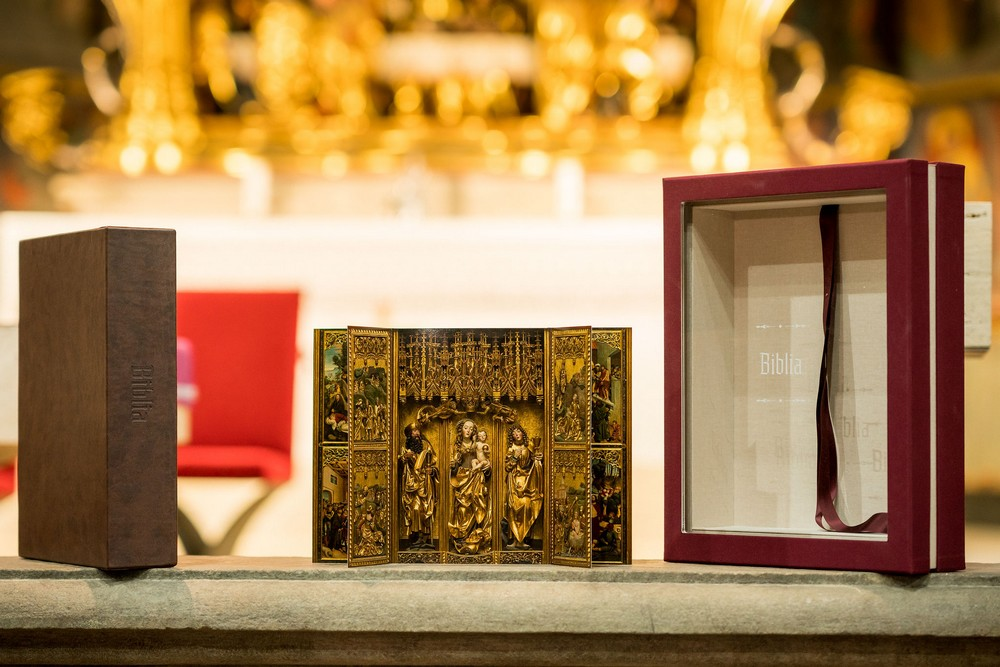Jedinečná a originálna, Biblia s dielom Majstra Pavla z Levoče