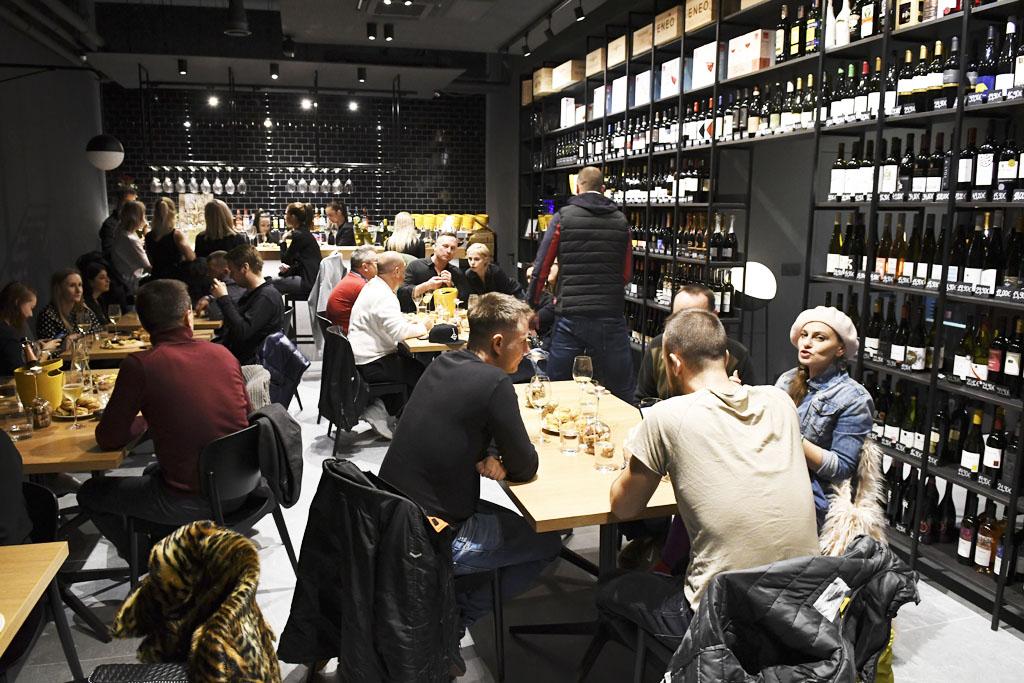 Narodeninové oslavy, vinoteka bar Sunnywines Petržalka Slnečnice mesto, pitie vína