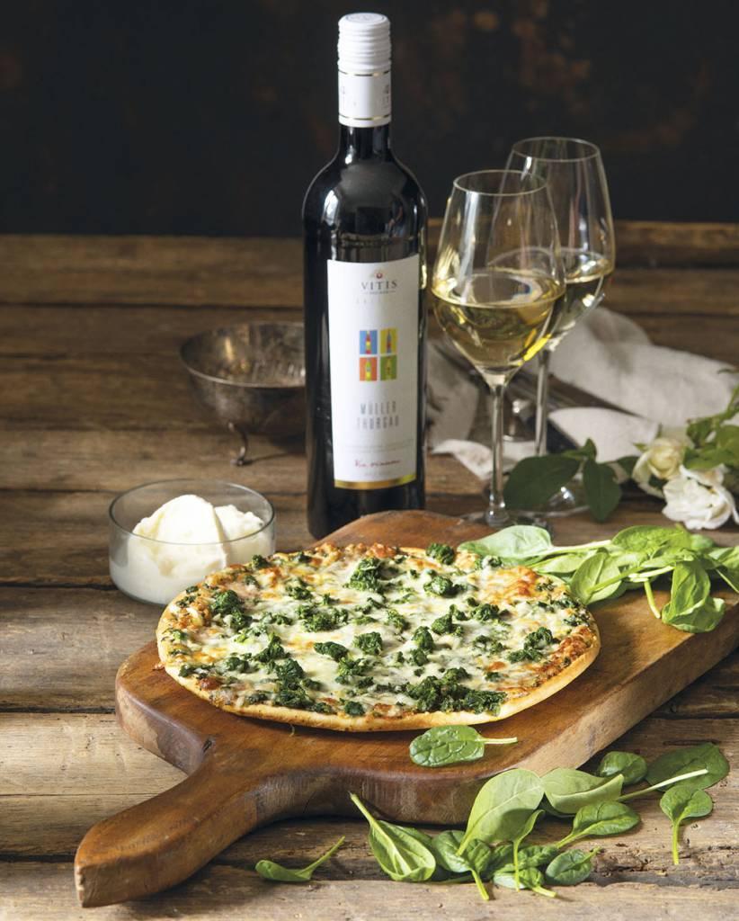 Novinka Ristorante Pizza Spinaci a lahke vino Muller Thurgau