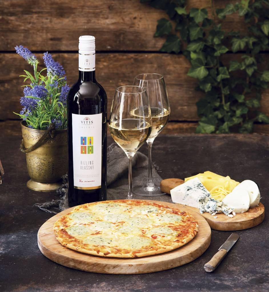 Ristorante Pizza Quattro Formaggi a sviezi Rizling vlassky