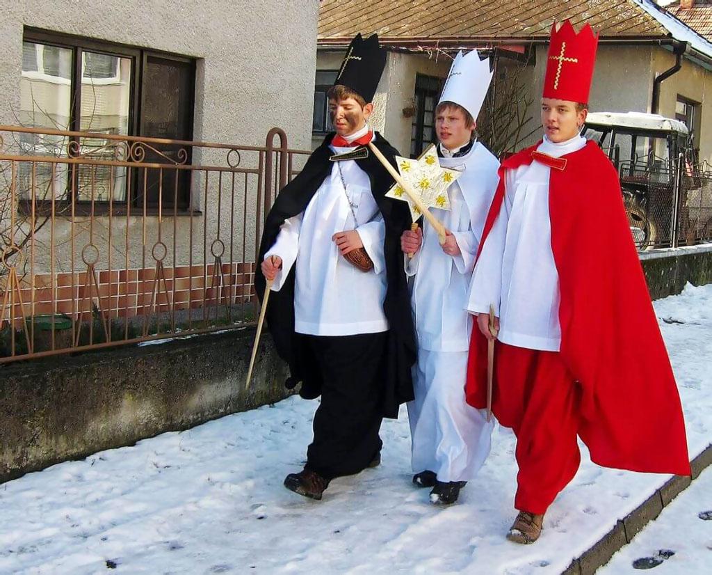 Katolíci, evanjelici a veriaci ďalších cirkví si dnes pripomínajú sviatok Zjavenia Pána – Troch kráľov
