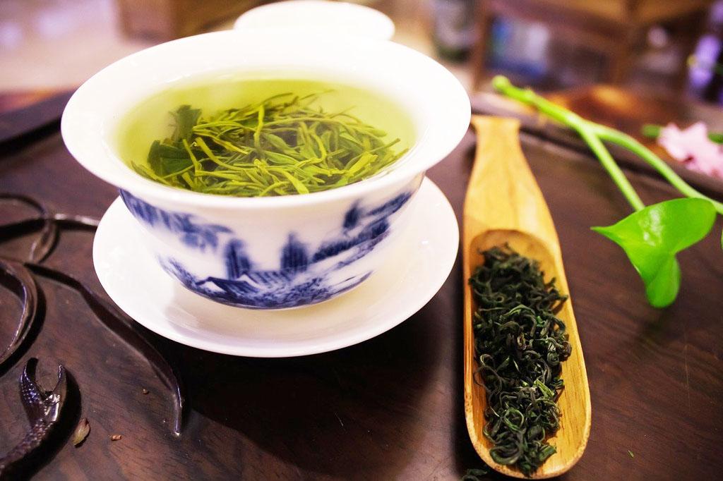 Začnite Nový rok s detoxikáciou organizmu, pitie čaju, vitamíny B1, B2, B3, fenoly, melanín, vláknina, minerály