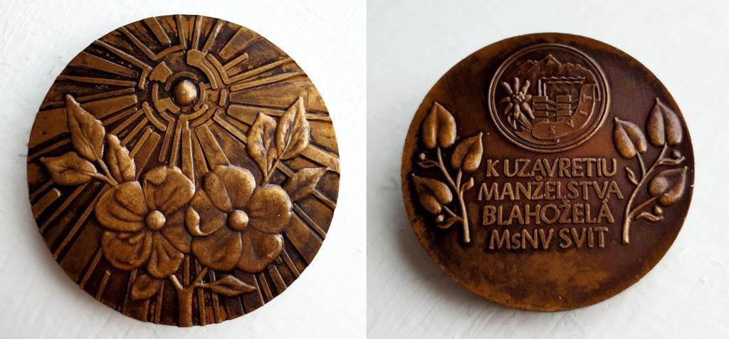 Medaila K Uzavretiu manželstva blahoželá MsNV Svit medaila bola odovzdávaná aj k výročiu striebornej svadby