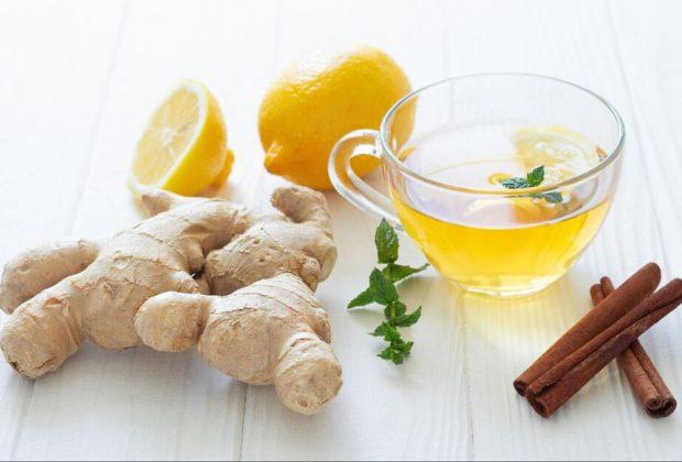 Zmiernenie príznakov chrípky a nachladnutia babskými receptami, zazvor, citron, caj