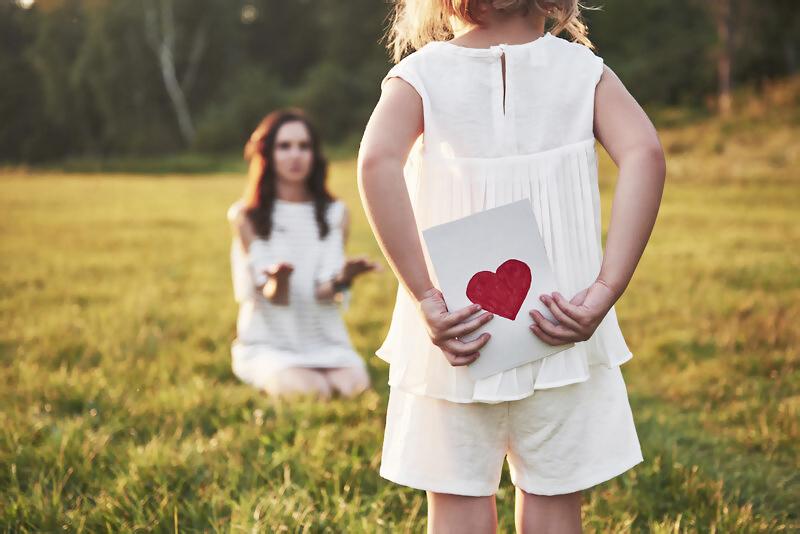 Deň matiek, darček, láska, úcta, prekvapenie, radosť