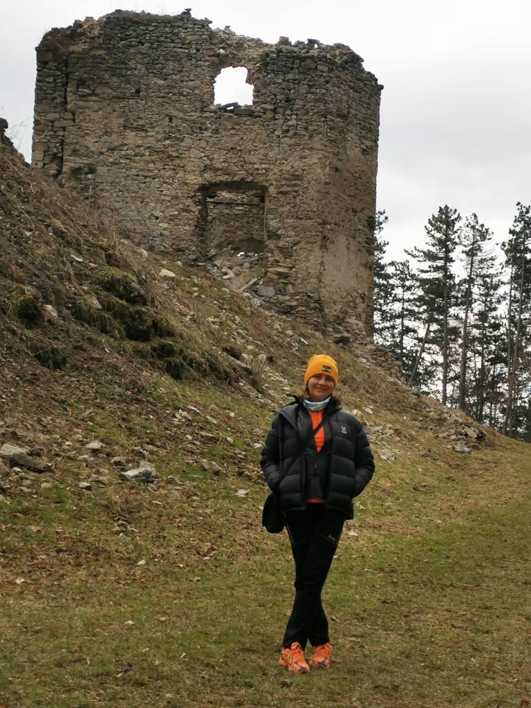 zrúcanina Sklabinský hrad - OZ Donjon - rekonštrukcia hradov, Na potulkách v Turci. Zrúcaniny Sklabinského hradu ponúkajú námety na radosť z maličkostí