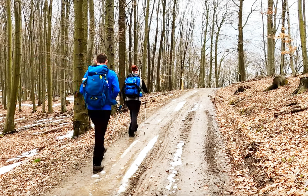 Mišov vrch a Kamenné vráta určite neminiete na ceste za trhlinou v pohorí Tribeč, vylet, cykloturistika, turistika