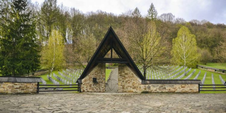 Nemecký Vojenský Cintorín V Hunkovciach, Cesta vojnových hrdinov a vojenská história vás zavedie na Duklu, do Svidníka a okolia. Záujem o minulosť rastie