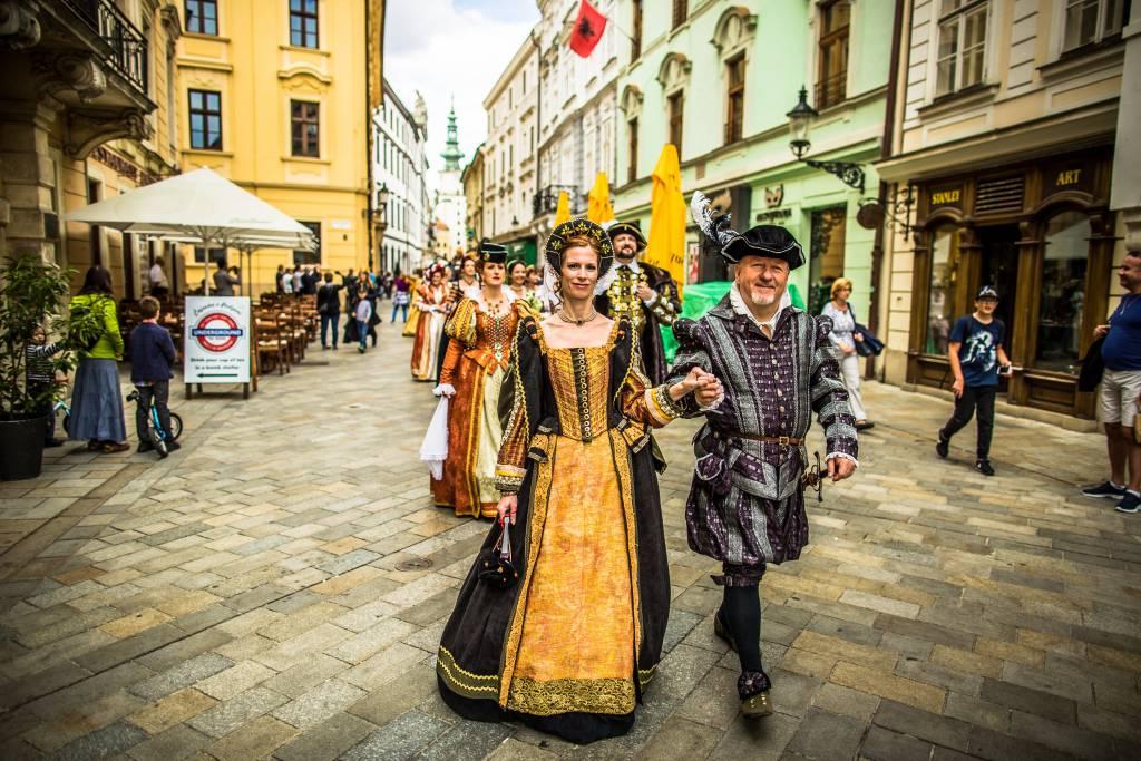 Korunovačná Bratislava sprievod, lexikon, kultúra, história, tradície